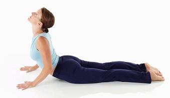 tap yoga giup giam dau lung